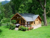 small-wooden-house-906912_640