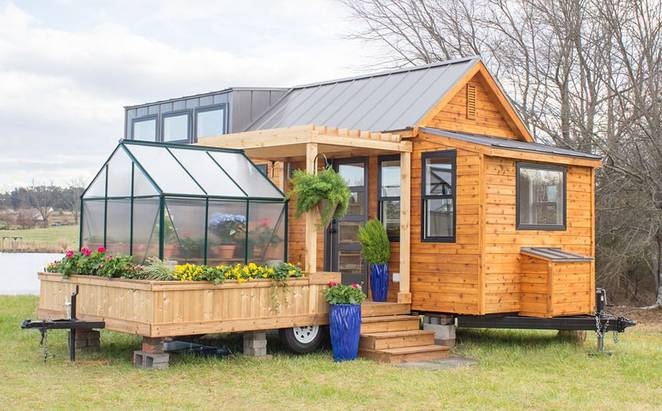 Small But Beautiful House Design with Attached Greenhouse for Your Plants