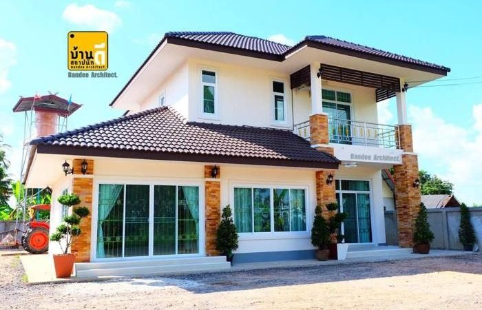 Contemporary Two-Story House with 4 Bedrooms and 4 Bathrooms