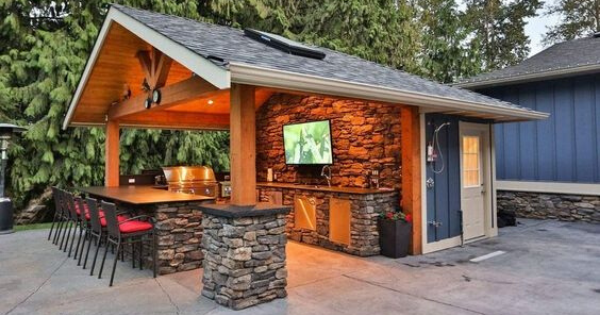 Stylish Outdoor Kitchens Double as Bar & Hangout Spot