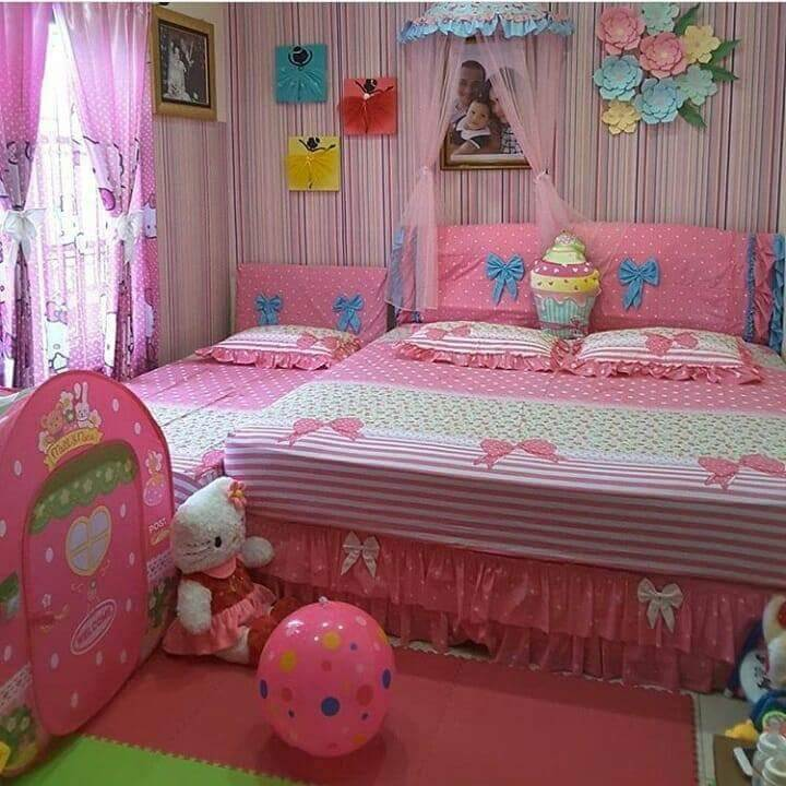 Room Full of Pink room