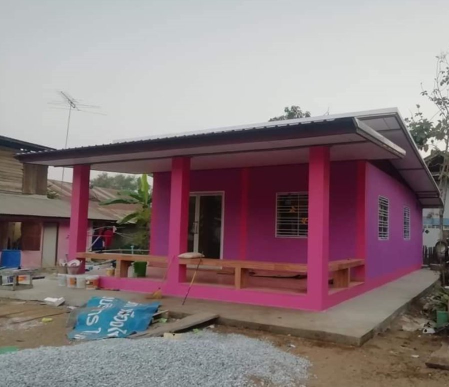 One-Bedroom Pink House Stands