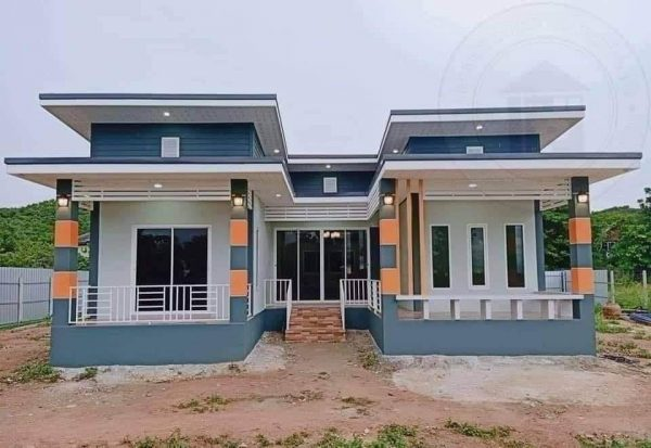 Contemporary U-Shaped House with Superb Floor Plan, 3 Bedrooms